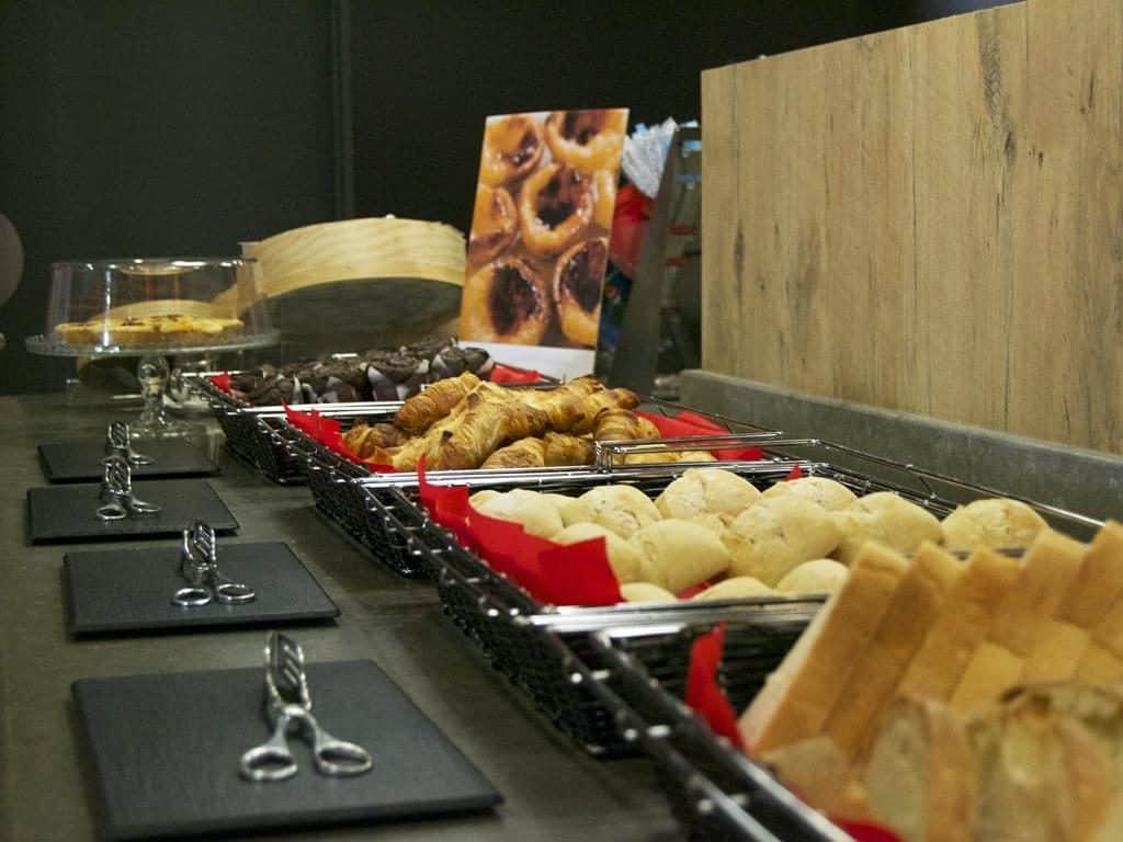 Foto de opções do café da manhã de um dos melhores Ibis de Lisboa, o Ibis Saldanha
