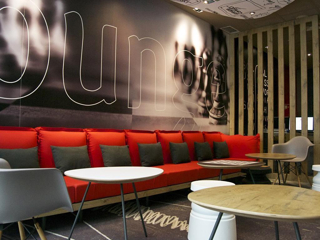 Foto do lounge do hotel Ibis Saldanha em Lisboa