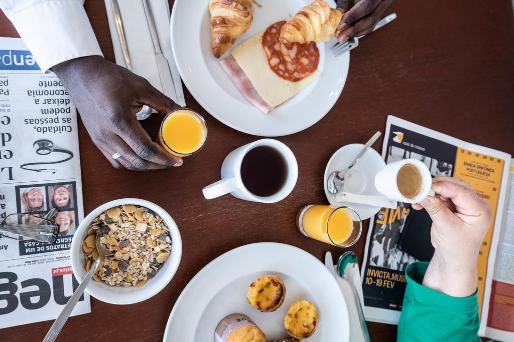 Foto de pessoas tomando café da manhã/pequeno almoço no Ibis Styles Liberdade
