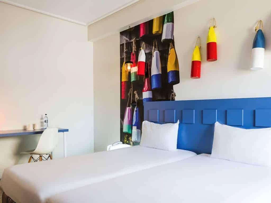 Foto de quarto decorado com tema de pescaria no hotel Ibis Styles Liberdade