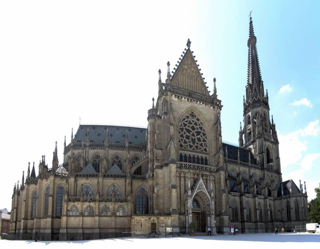 A Nova Catedral em Linz Austria - Mariendom