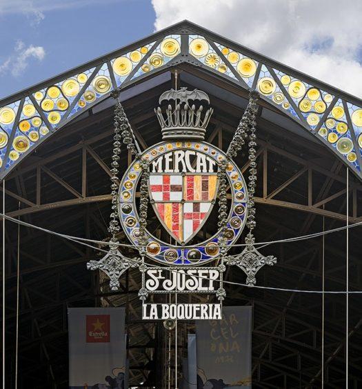 Fachada do mercado La Boqueria em Barcelona. Foto de Didier Descouens via Wikimedia.