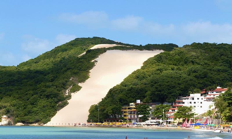 O Morro do Careca na Praia de Ponta Negra em Natal, um dos pontos turísticos da cidade