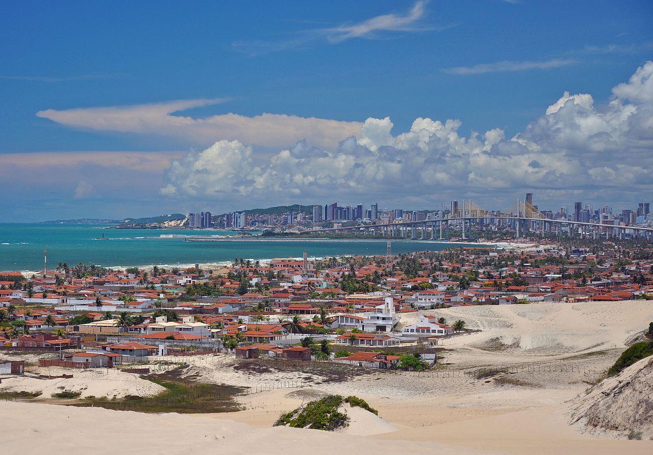 Foto da cidade de Natal no Rio Grande do Norte, com mar ao fundo - post sobre aluguel de carros em Natal