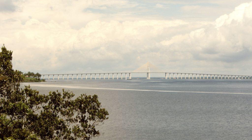 Foto da Ponte Rio Negro, em Manaus