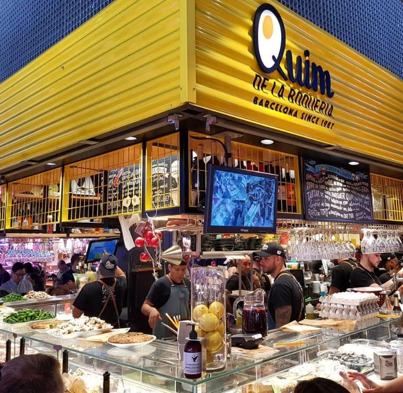 Foto de esquina do stand onde funciona o Quim de la Boqueria
