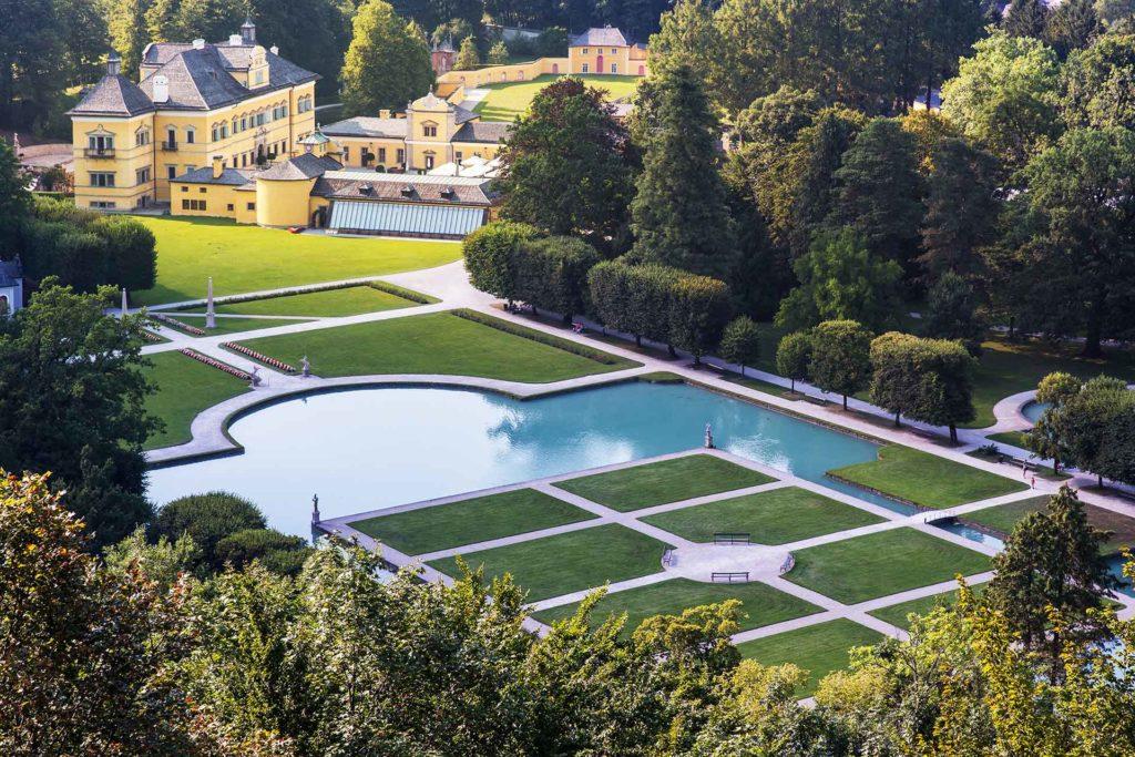 O Palácio Hellbrunn em Salzburg Áustria e seu lindo jardim com fontes e piscinas - Foto: Site Oficial