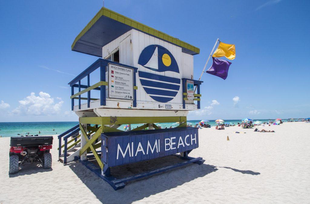 Areia branquinha e mar azul cristalino, assim são as praia em Miami