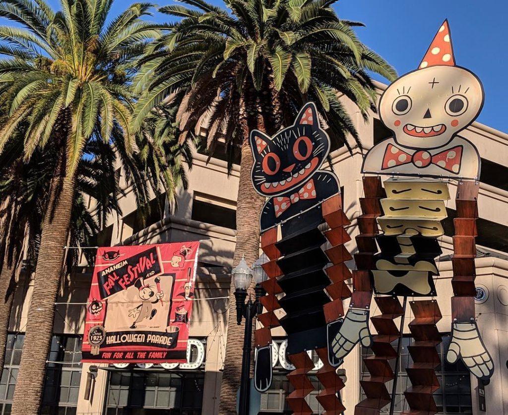 Parte da decoração da Halloween Parade de Anaheim