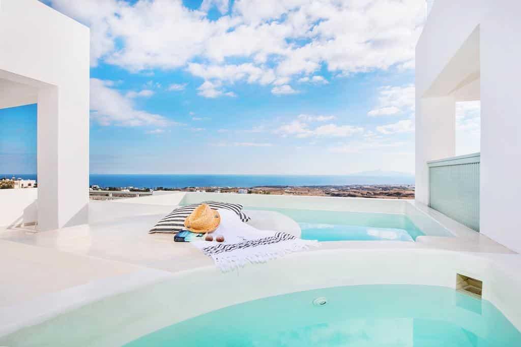Piscina privativa do do Astro Palace Hotel & Suites - Onde ficar em Santorini Fira
