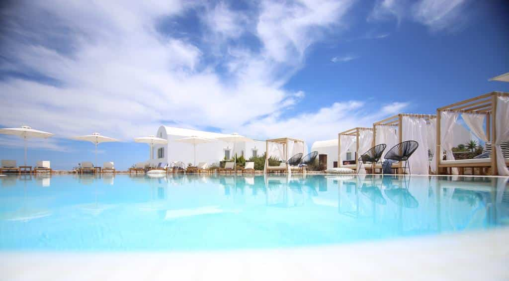 Piscina do Astro Palace Hotel & Suites - Onde ficar em Santorini Fira