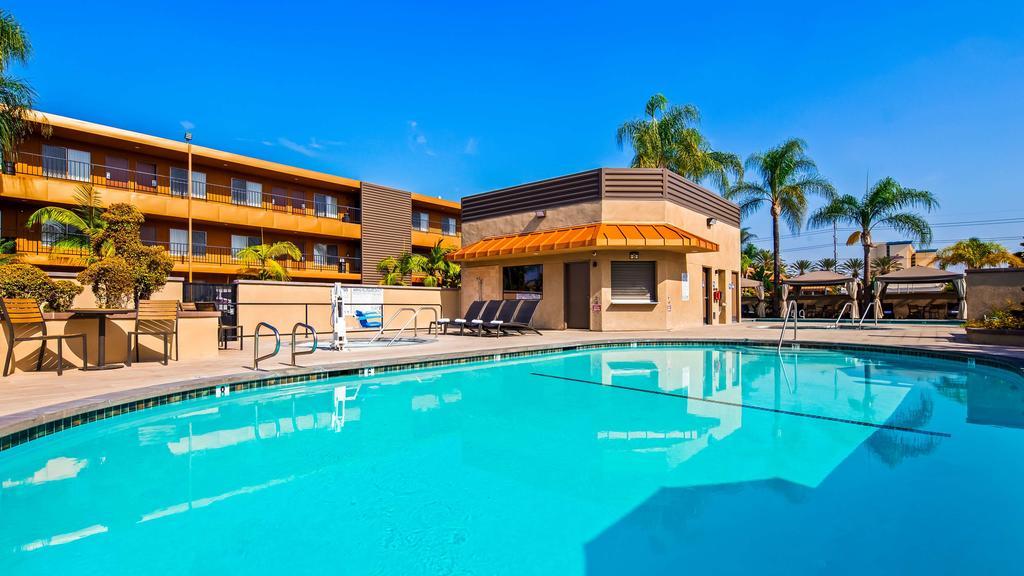 Piscina no hotel Best Western Plus Stovall's Inn, próximo da Disney em Anaheim