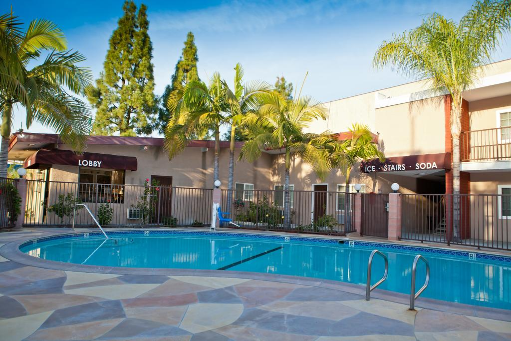 Piscina do Budget Inn Near Disneyland Drive