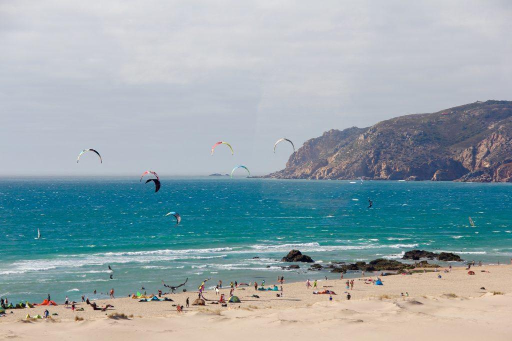 Um das lindas praia em Cascais - Que tal incluir um pouco de praia na sua lua de em Portugal?