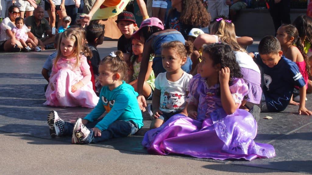 Crianças brincando na Disney California