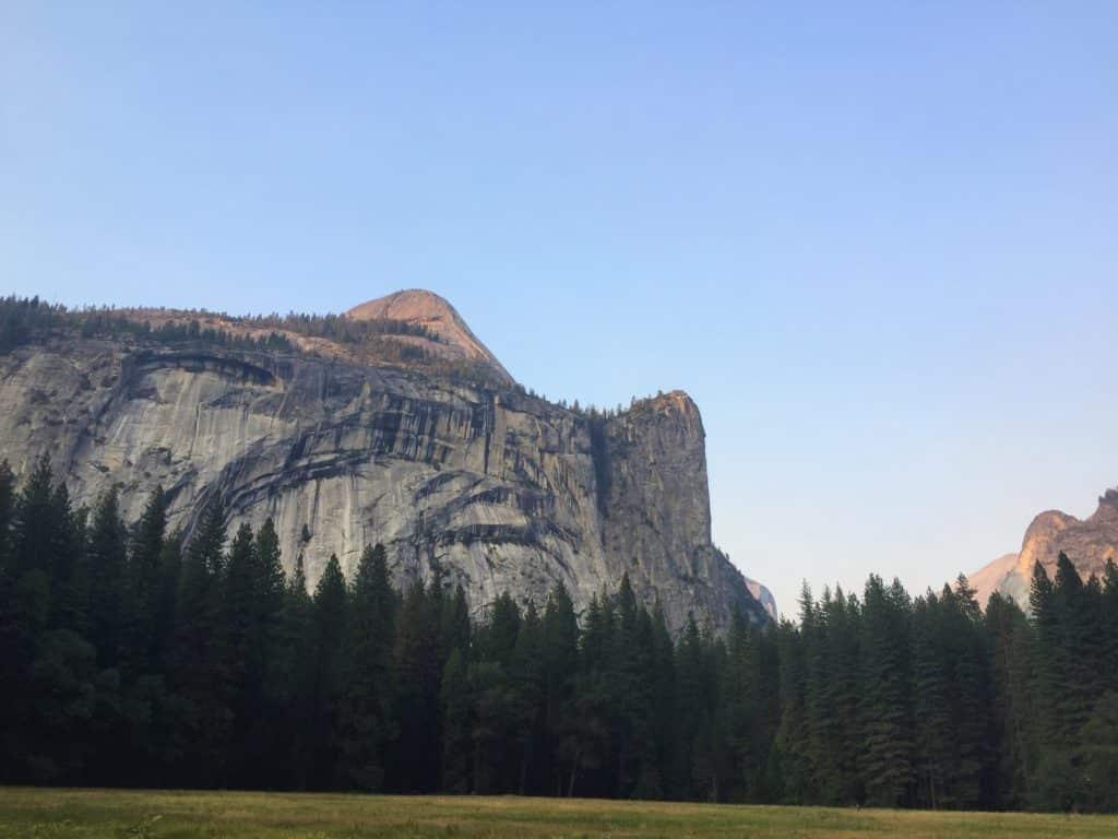 El Capitan, montanha de pedra famosa no Parque Nacional de Yosemite