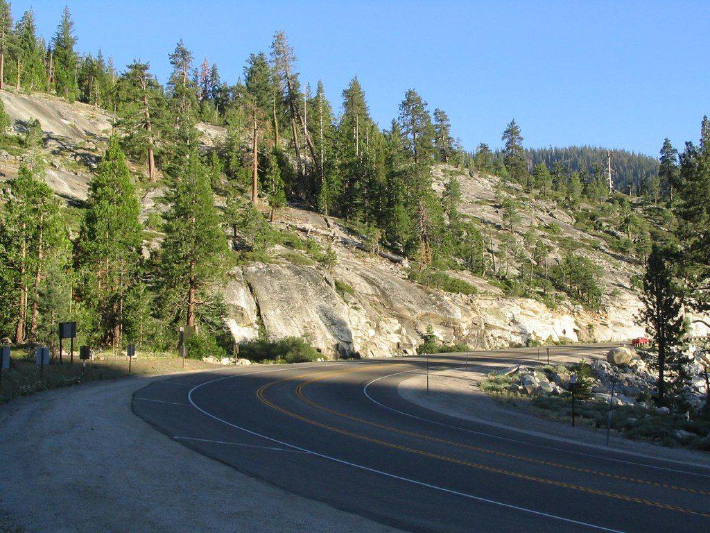 Foto de estrada entre Lake Tahoe e Placerville