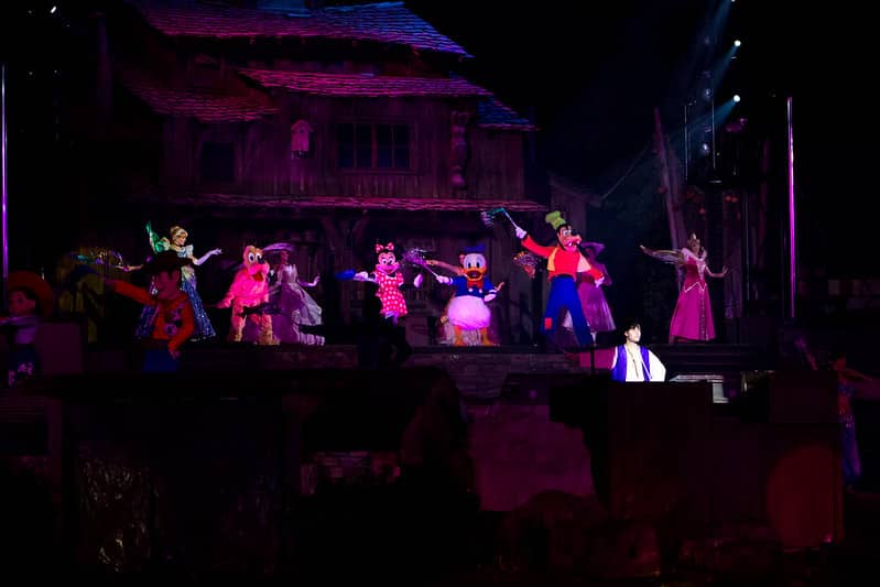 Personagens da Disney no show Fantasmic na California