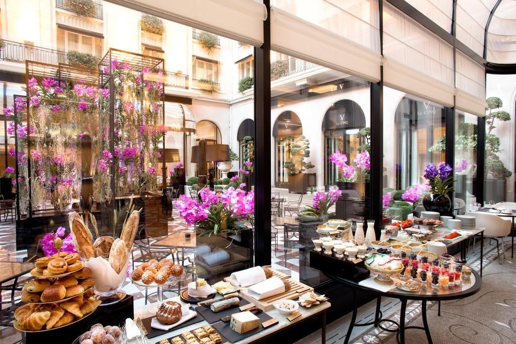 cafe da manha no Four Seasons Hotel George V Paris