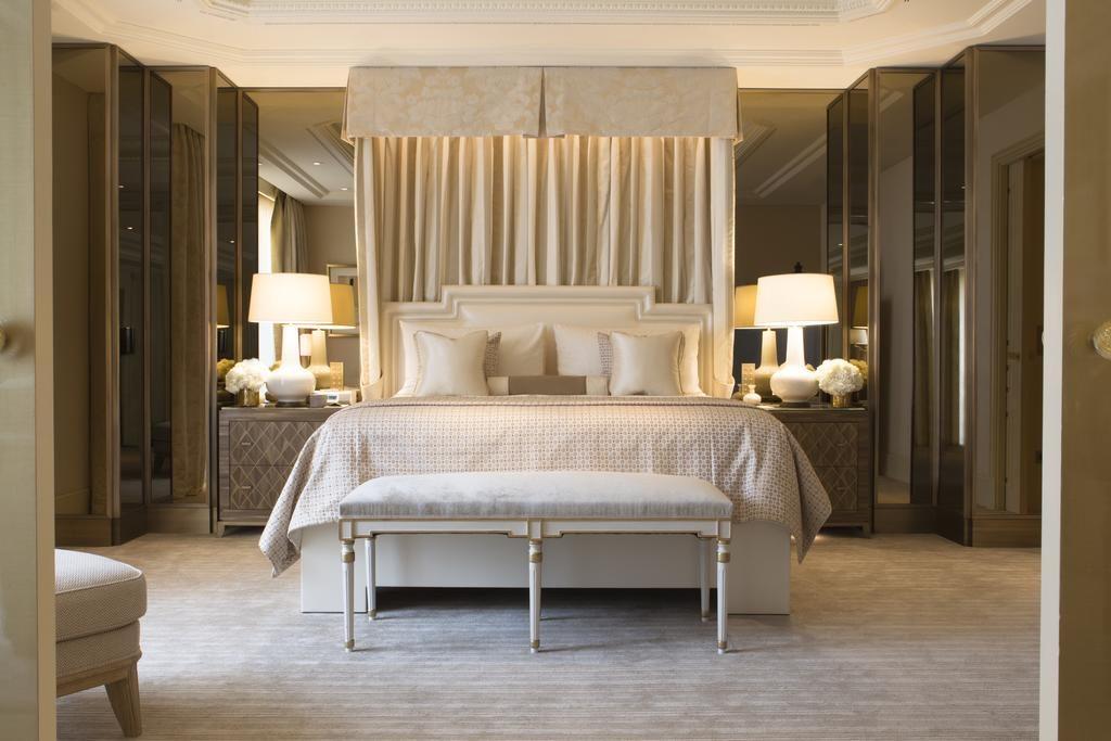 Quarto casal no Four Seasons Hotel George V Paris
