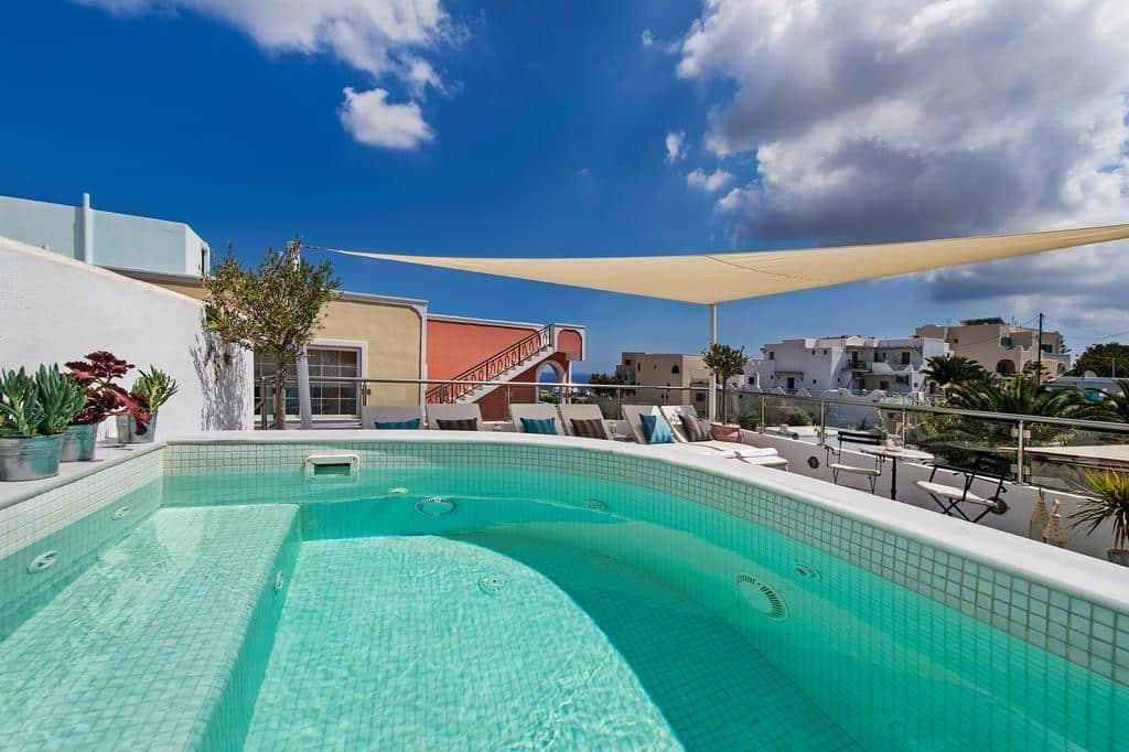 piscina no Galatia Villas