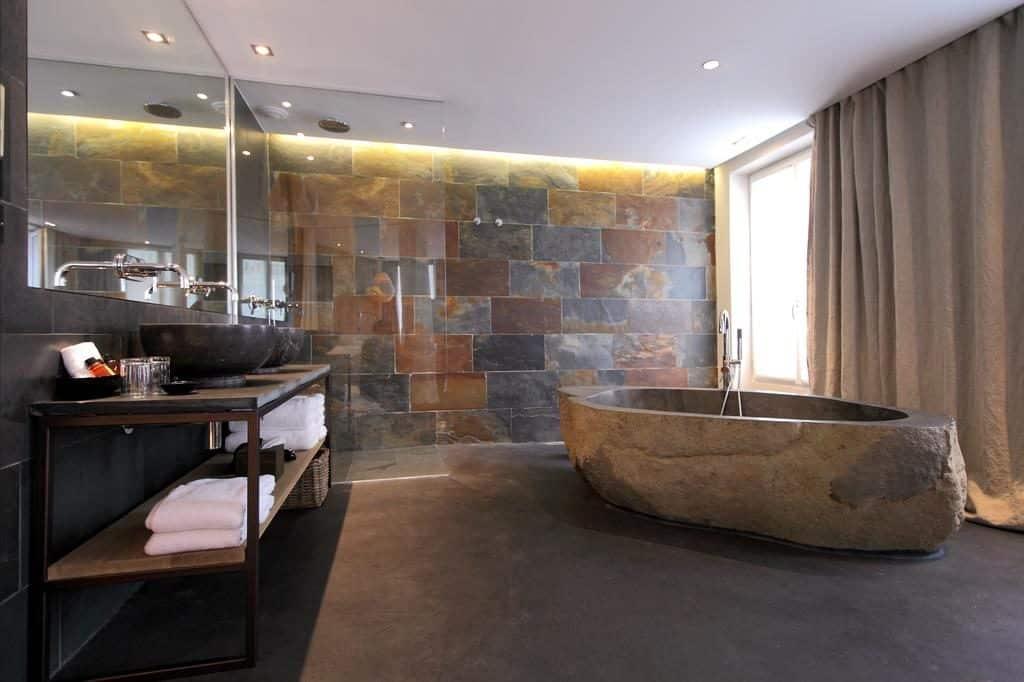 Banheira do Hidden Hotel Paris
