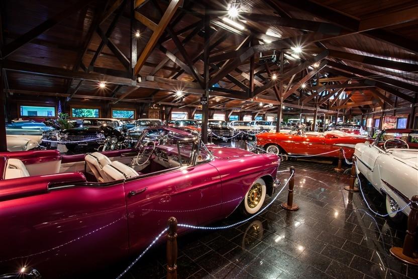 Alguns dos carros da Hollywood Dream Cars - Pontos turisticos Gramado