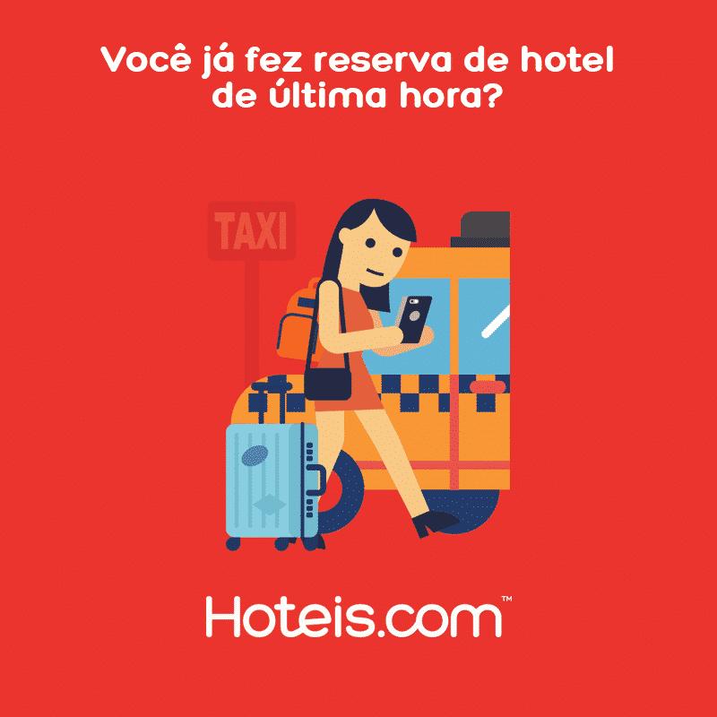 Ilustração de mulher com celular, mala, bolsa e mochila, em frente a táxi.