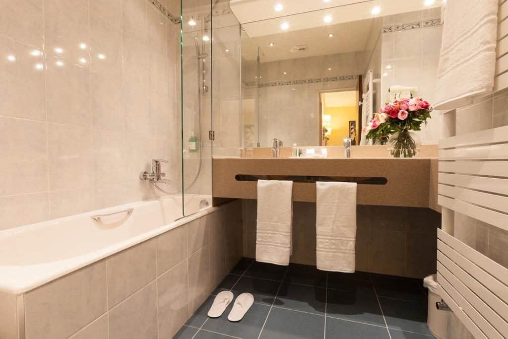 banheiro do Hotel Cécilia Paris