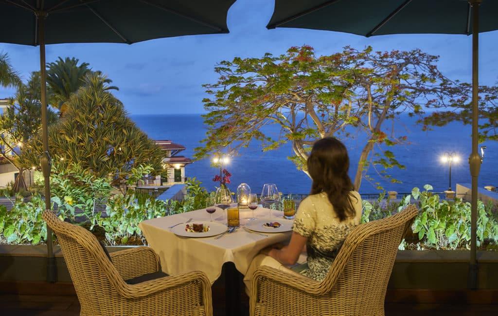 O exclusivo Il Gallo d'Oro na Ilha da Madeira, essa vista é de tirar o fôlego ainda mais acompanhada na sua lua de mel - Foto: Site Oficial