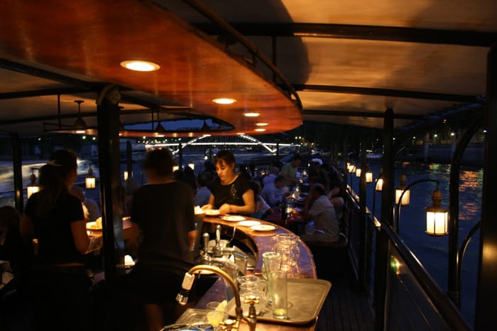 Que tal um jantar romântico no Rio Sena na sua lua de mel em Paris - Foto: Le Calife