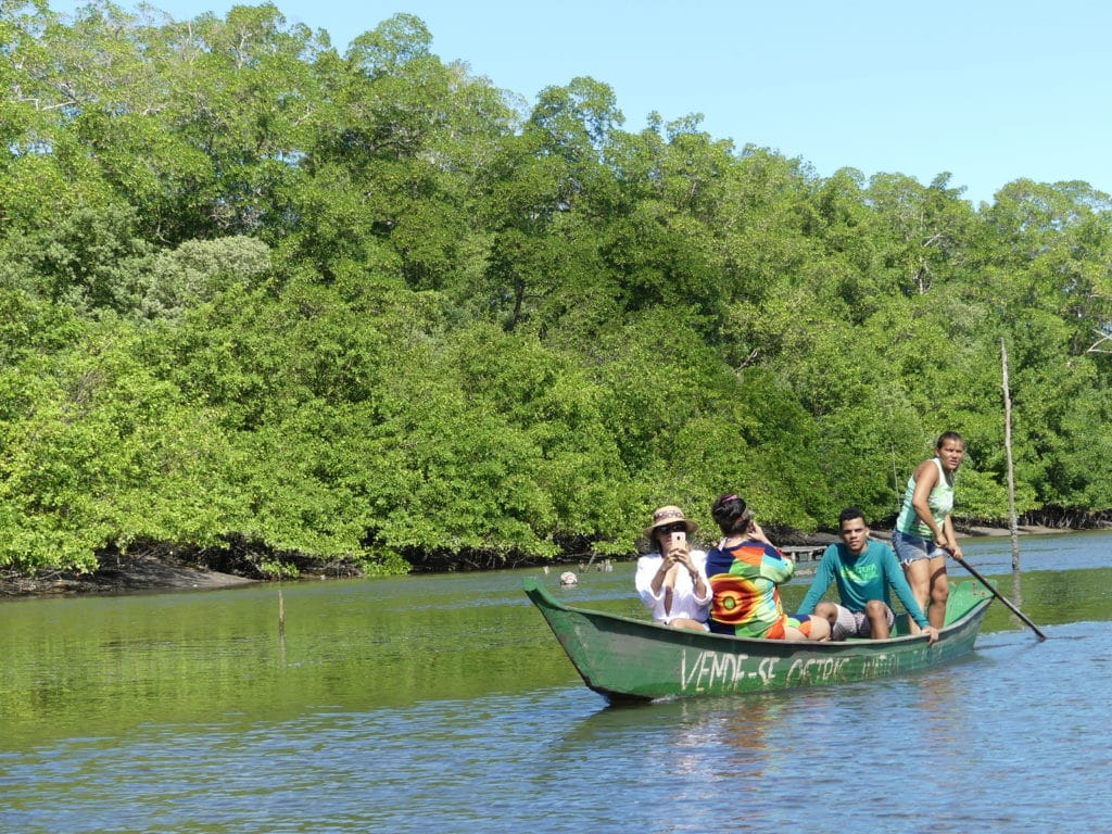 Passeio de Canoa na lagoa em Barra de São Miguel