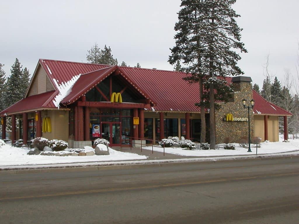 Foto de McDonald's com muita neve em volta, na parte sul do lago, Lake Tahoe California