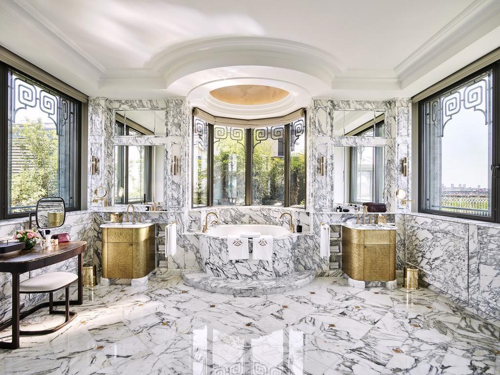 Banheiro do Le Meurice em Paris
