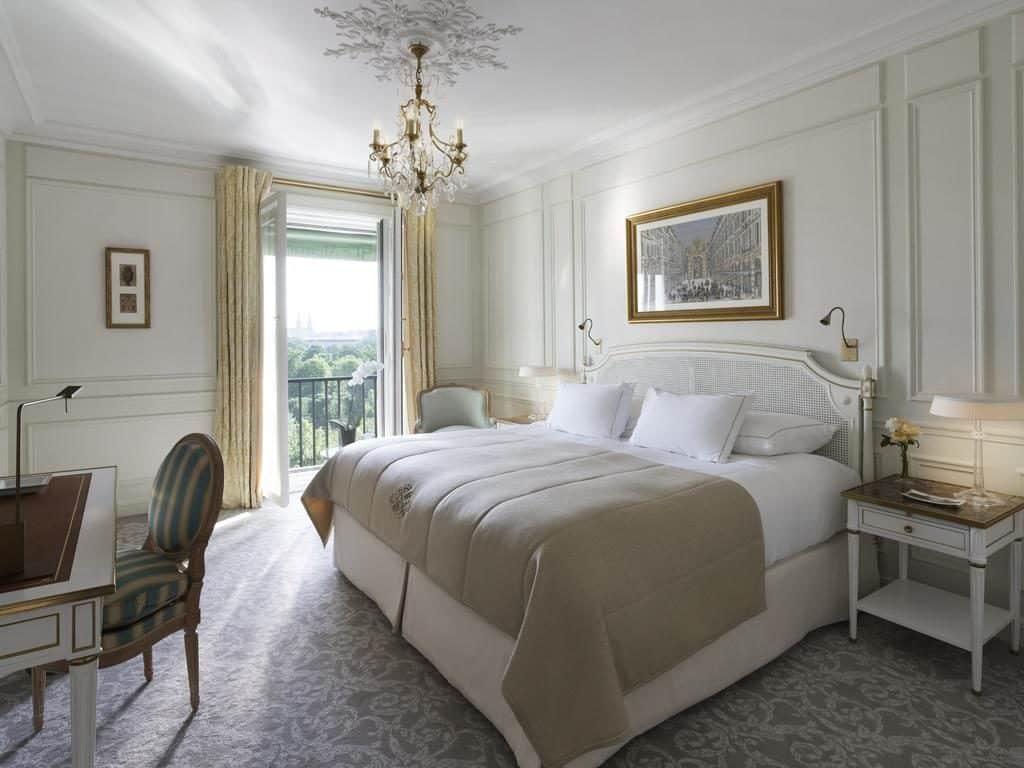 Quarto para lua de mel no Le Meurice em Paris