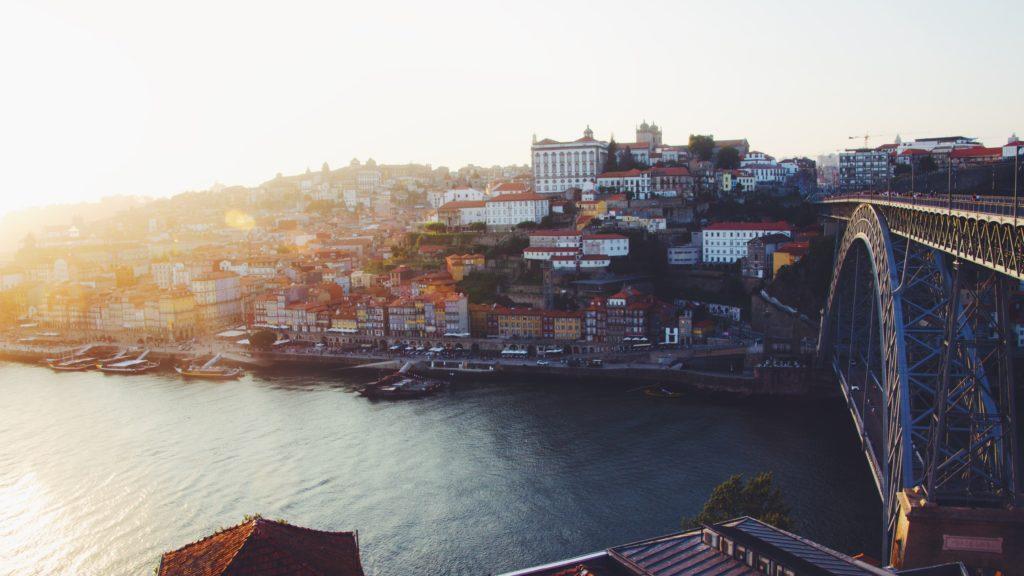 Por do sol em Porto, próximo a Ponte de Don Luís - Essa cidade definitivamente precisa estar no seu roteiro de lua de mel em Portugal