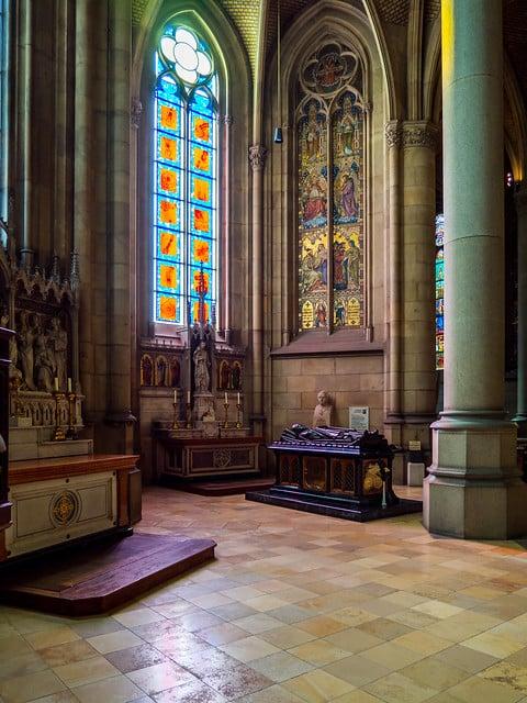 Mais detalhes dos vitrais da Nova Catedral - Foto: Michael Dittrich via Flickr
