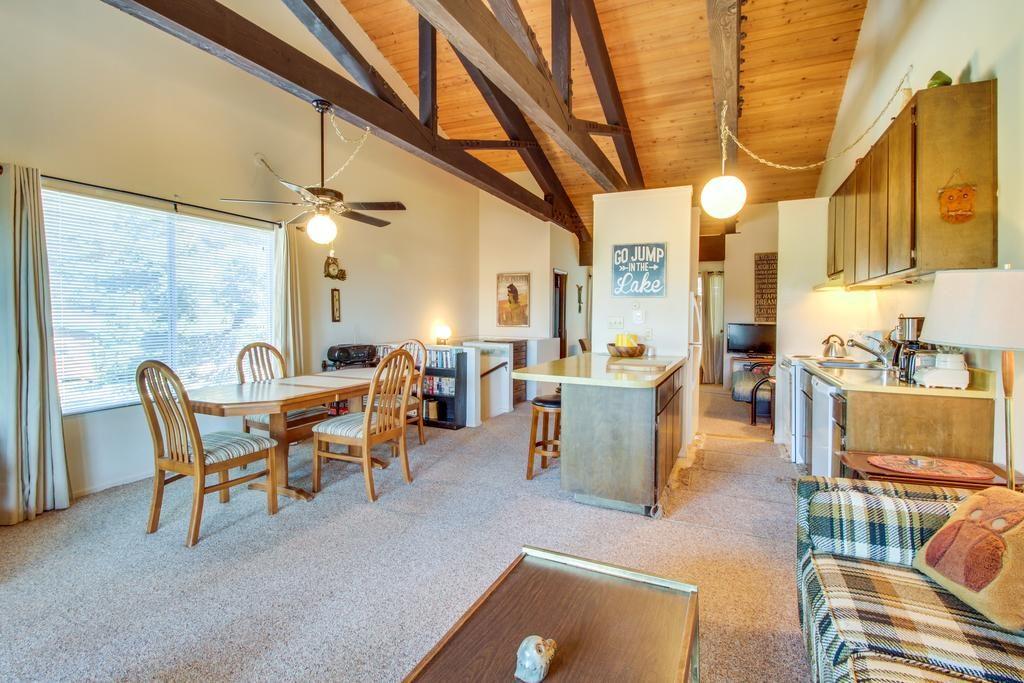 Sala e cozinha das Owl's Nest - ideal para famílias e grupo de amigos