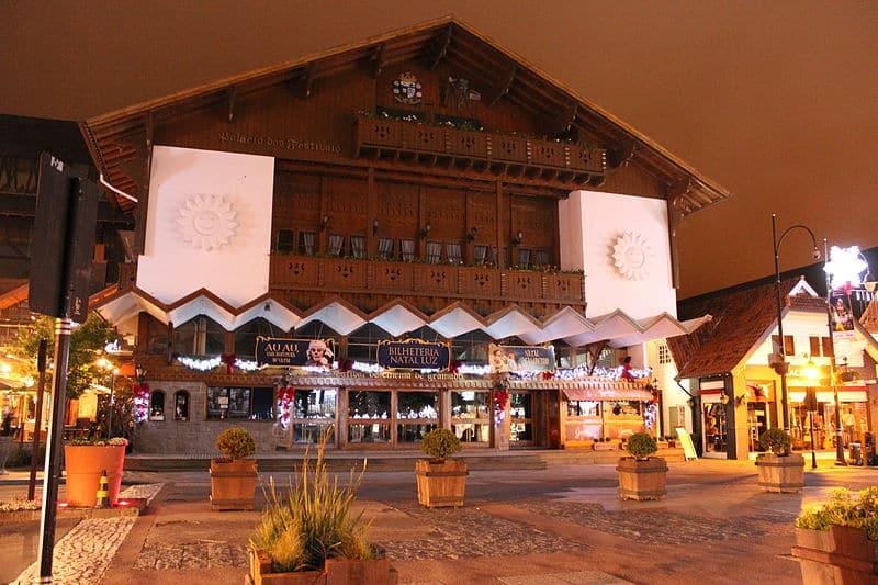 O famoso Palácios dos Festivais no centro de Gramado