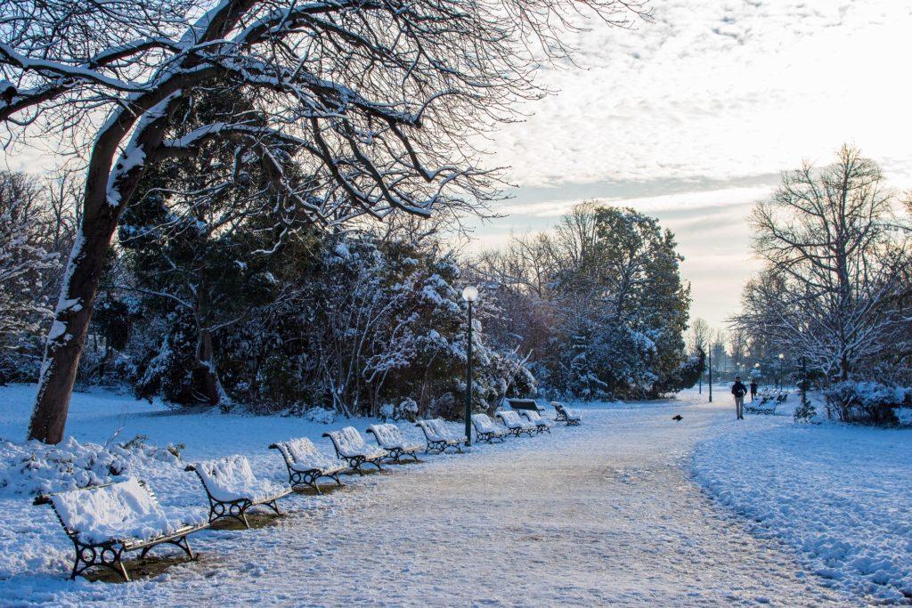 Paris durante o inverno, entre os meses de Dezembro a Março.