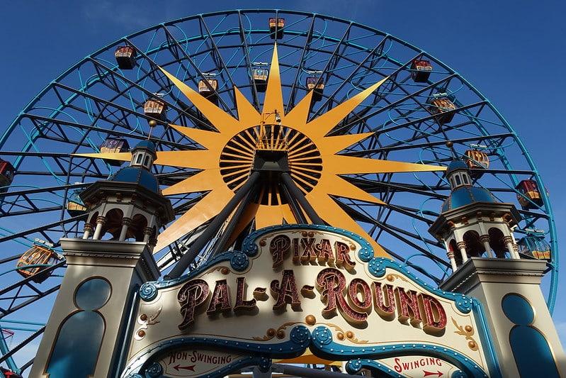 Foto da roda gigante Pixar Pal-A-Round, no Pxar Pier da Disney California