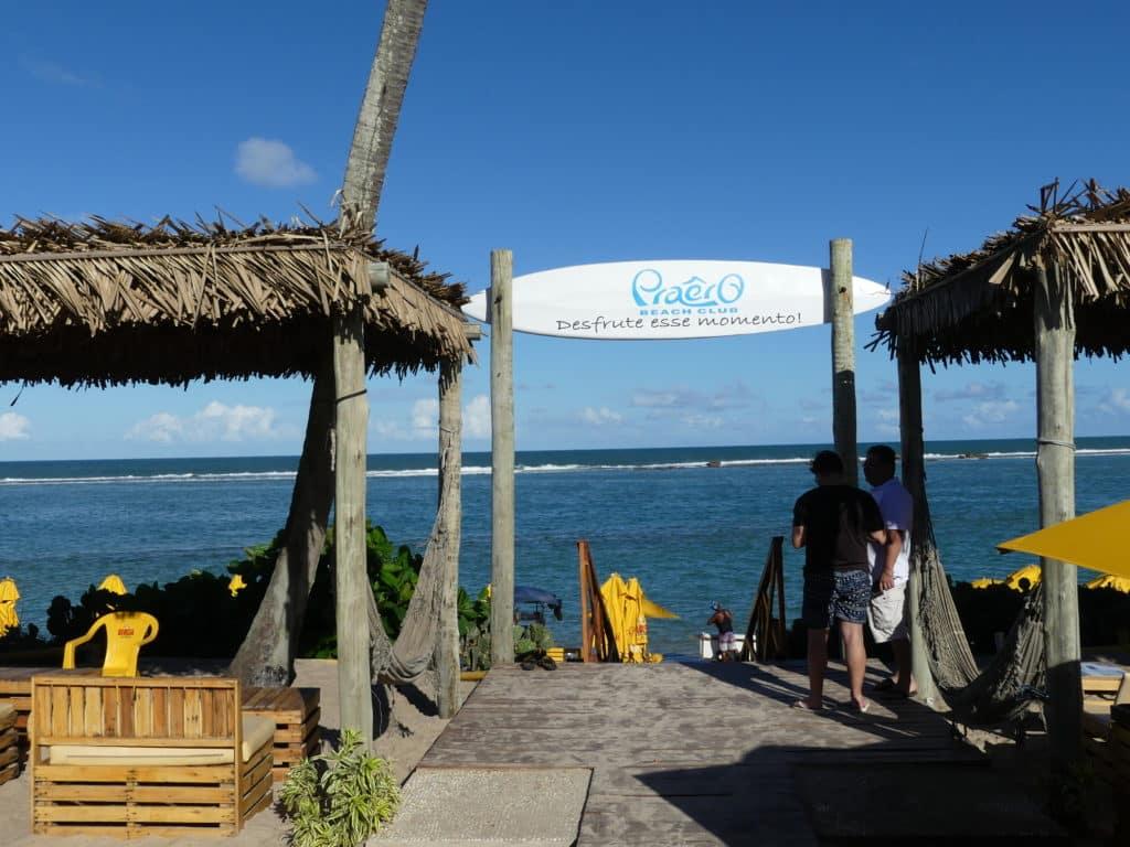 O Praêro Beach Club em Barra de São Miguel