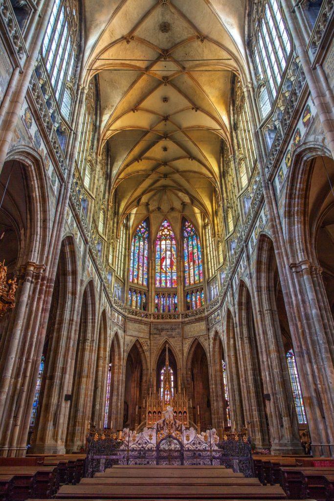 Parte interna da Catedral São Vito em Praga