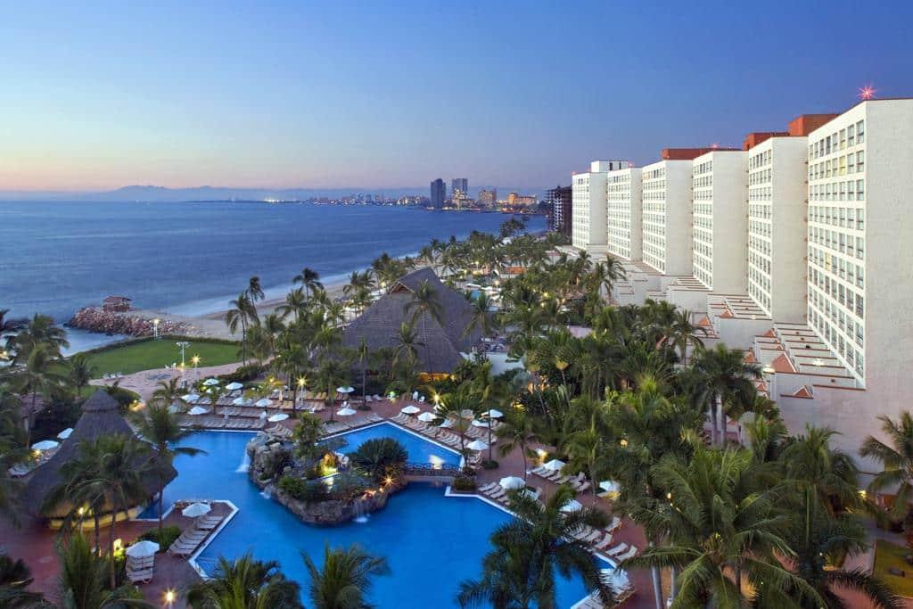 A linda vista do Sheraton Buganvilias Resort na Zona Hotelera em Puerto Vallarta - Clique na foto para saber mais.