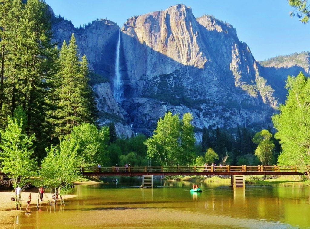 Foto de paisagem de cores vibrantes no verão do Yosemite National Park