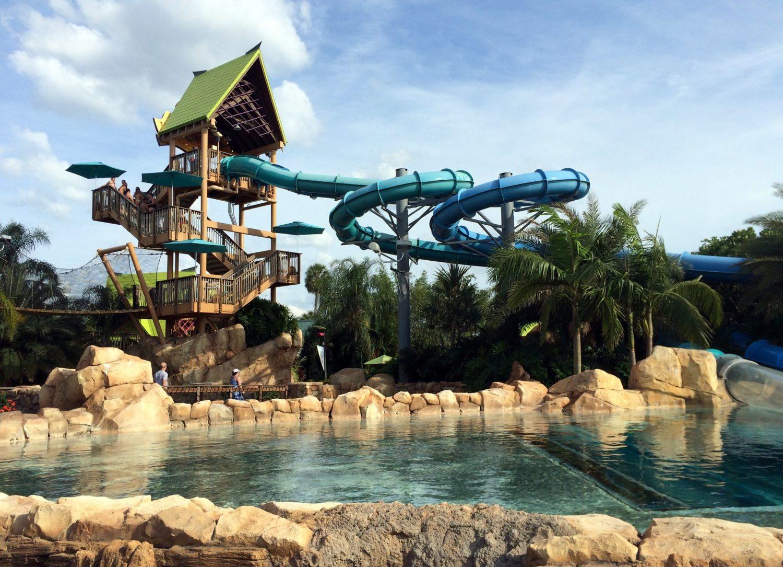 Vista do Dolphin Plunge, uma das principais atrações do Aquatica Orlando. Foto de jared422 via Flickr