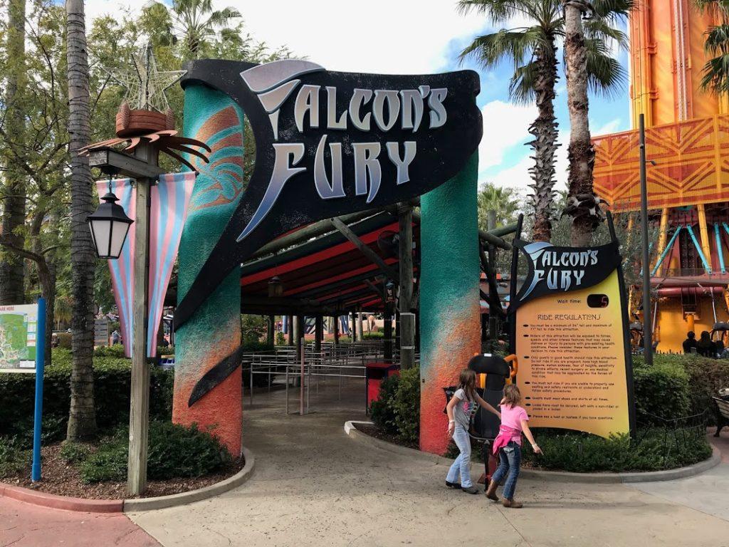 Entrada da Falcon's Fury, o elevador do Busch Gardens