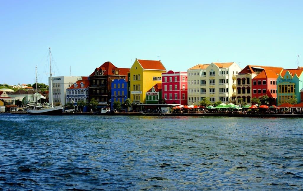 As típicas casinhas de Punda, em Willemstad, uma das dicas de roteiro em Curaçao