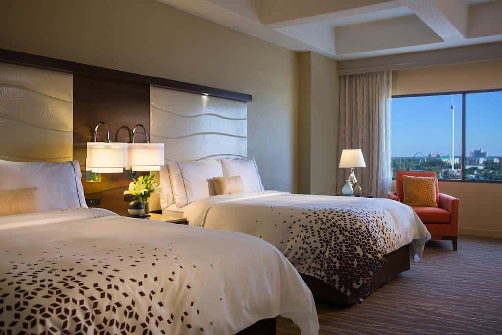 Quarto aconchegante do hotel Renaissance Orlando at Seaworld