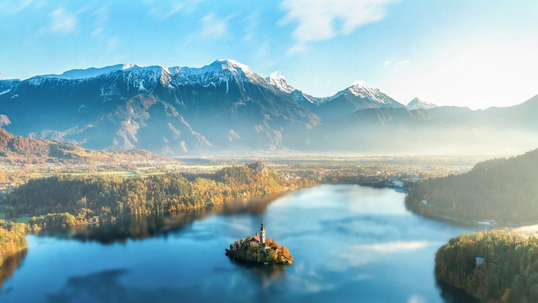 seguro viagem Eslovênia - Ilha do Lago Sangrou